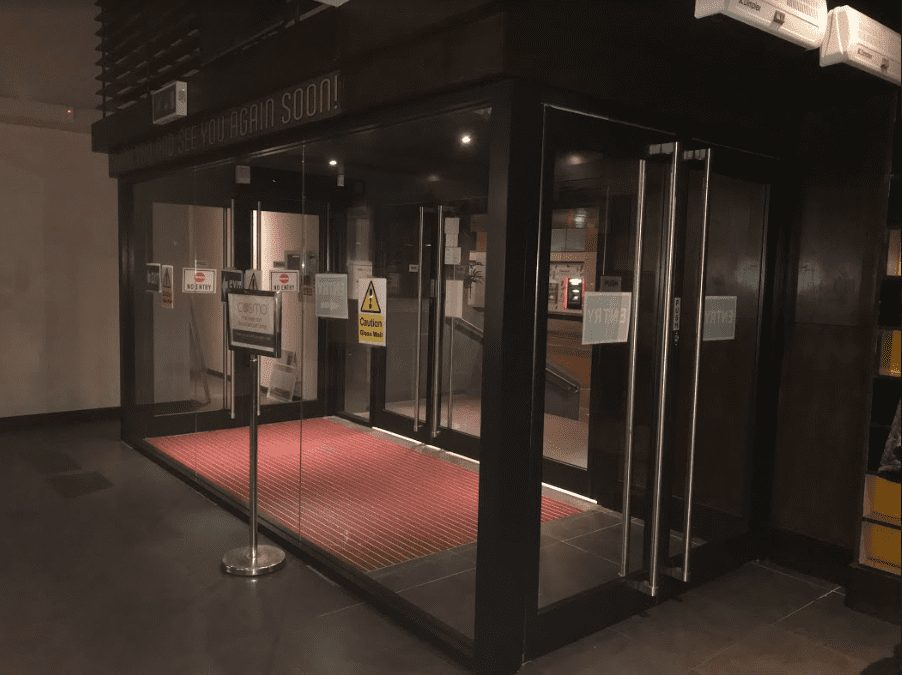 Automatic aluminium door